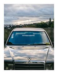 Prazeres, Lisboa (Sr. Cordeiro) Tags: prazeres lisboa lisbon portugal velho carro old car mercedes nuvens clouds reflexos reflexo reflex fuji fujifilm xt20 zhongyi lensturboii focalreducer lensturbo 50mm