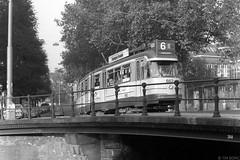 Lijn 6 in de Roetersstraat, 1977 (Tim Boric) Tags: amsterdam roetersstraat nieuweachtergracht brug bridge tram tramway streetcar strassenbahn gvb gelede 5g