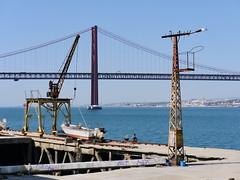 Eisenzeugs (flori schilcher) Tags: schilcher lissabon ponte de 25 abril kran wasser tejo