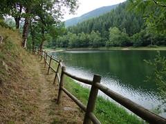 Lac de Goulours (Iris@photos off) Tags: france occitanie ariège goulours lac pyrénéesariégeoises barrière sentier