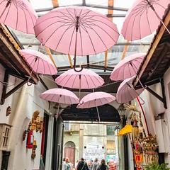 Feria de Tristán Narvaja (Irene Carbonell) Tags: ferias paraguas restaurant calles travel ciudades