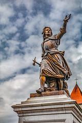 Christine de Lalaing, princesse d'Epinoy (Jean-Marie Lison) Tags: eos80d sigmaart tournai grandplace monument statue bronze