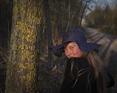 Au Bois de Vincennes (Tormod Dalen) Tags: portrait pentax vincennes paris goldenhour fille chapeau hat girl sunset