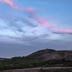 Heure bleue sur Saint-Michel (Bertrand Thiéfaine) Tags: bretagne finistère mont montsdarrée montsaintmicheldebrasparts crépuscule heurebleue chapelle ciel bleu saintrivoal