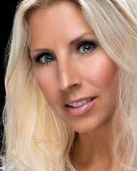 Patty Speed 051419 04 (TNrick) Tags: woman portrait blonde singer performer naples florida naplesflorida blueeyes alienbee alienbee800