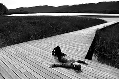 Sueños en el lago... (Osruha) Tags: banyoles gerona girona cataluña catalunya catalonia españa espanya spain sueños somnis dreams lago llac lake relajación relax blancoynegro blancinegre blackandwhite bw bn bnw monocromo monochrome monocrom airelibre