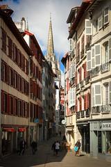 Bayonne et sa cathédrale (gilles207) Tags: bayonne 64 pyrénéesatlantiques adour quai nag canon 5d ngc