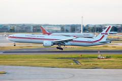 PK-GIK // Garuda Indonesia (Retro) // B777-3U3 // Heathrow (SimonNicholls27) Tags: pkgik garuda indonesia 777300 777 boeing b777 b773 egll lhr heathrow plane aviation aircraft retro
