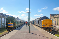 1001 and 37423 at Lowestoft 11/05/19 (chrisrowe37419) Tags: 37423 1001 lowestoft 110519 eastanglia shortset hastings englishelectric drs brgreen