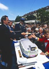 Inbetriebnahme der Beschleunigung der Tramlinie 20 im Mai 1994 (Frederik Buchleitner) Tags: 2701 linie20 moosach moosachcosimaexpress munich münchen r1wagen strasenbahn streetcar tram trambahn