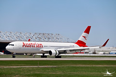 Austrian Airlines Boeing 767 (William_YQB) Tags: austrian boeing boeing767 b767 montreal yul plane planespotting austrianairlines