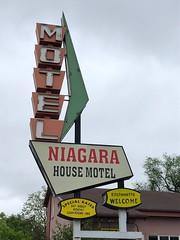 Niagara House Motel (jericl cat) Tags: neon sign niagara house motel plastic arrow googie colfax denver colorado 2018