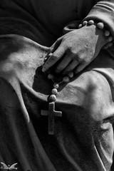 Genova, Cimitero di Leira (Sven Kapunkt) Tags: friedhof friedhöfe gräber grab graveyard grabmal gothic grabstätte genova genua cemetery cemeteries cimetière campo cimitero certosa darkness angel engel statue