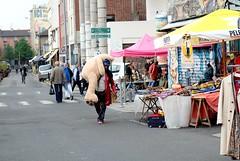 PARIS - MARCHÉ AUX PUCES DE SAINT-OUEN (Maikel L.) Tags: europa europe frankreich france francia paris saintouen marchéauxpuces flohmarkt fleamarket teddy woman capital hauptstadt tragen carrying
