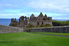 Dunluce Castle (Элвин Ваутерсе) Tags: castle green blue ruins kings king todor british northernireland ireland view walls old ancient history 1500 nikon d3100 elwinw skylinestudio uk unitedkingdom royal dunluce gameofthrones movie series grass stone ulster coleraine bushmills antrim midieval thegalaxy
