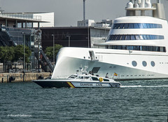 2764  Puerto de Barcelona (Ricard Gabarrús) Tags: mar agua puerto barco yate ricardgabarrus barca policia water olympus ricgaba