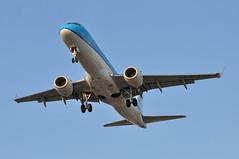'KL73L' (KL1027) AMS-LHR (A380spotter) Tags: arrival landing approach finals shortfinals threshold belly embraersa embraerempresabrasileiradeaeronauticasa ejet e190 e190lr 100lr emb erj phezk ezk326 klmcityhopper klc wa klmroyaldutchairlines klm kl kl73l kl1027 amslhr runway27r 27r london heathrow egll lhr