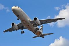 JU0388 BEG-LHR: A6-EIM first visit to London Heathrow (A380spotter) Tags: approach landing arrival finals shortfinals threshold belly airbus a320 200 a6eim fromabudhabitotheworld facetsofabudhabi landorassociates 2014 livery colours scheme الإتحاد etihad etihadairways etd ey airserbia asl ju ju0388 beglhr firstvisittolhr firstvisittoheathrow 1st runway27r 27r london heathrow egll lhr