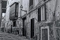 CASCO ANTIGUO DE PALMA (Esteve Roca) Tags: esteveroca illesbalears islasbaleares palmademallorca cascoantiguo calles historia blancoynegro monocromo bw