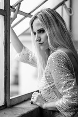 A7309117_s (AndiP66) Tags: vanessa portrait model woman shooting portraitfotografie portraitphotography naturallight blackandwhite schwarzweiss schwarz weiss black white monochrome sacharüede fotoworkshop photoworkshop workshop availablelight burgdorf bls zug train schweiz switzerland sony sonyalpha 7markiii 7iii 7m3 a7iii alpha ilce7m3 sonyfe sonyfe85mmf18 85mmf18 sel85f18 f18 emount andreaspeters