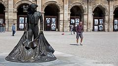 Nimes (Fr) (Michele Monteleone) Tags: monteleonemichele45 canon 5dmarkiii 2019 nimes francia torero statua monumento arena archi pietra piazza strada