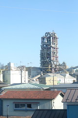 An urban factory (しまむー) Tags: fujifilm xe2 ebc fujinon 55mm f18 velvia yokohama kabushima 横浜 蕪島 八戸 蕪島神社 菜の花