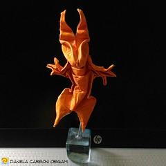 """Mostro""  Modello creato adesso. Sandwich carta-alluminio, rettangolo, 10cm x 30cm.  ------------------------------------------- ""Monster"" Model created now. Sandwich paper-aluminum foil, rectangle, 10cm x 30cm.  #origami #cartapiegata #paperfolding #papi (Nocciola_) Tags: paperart cartapiegata createdandfolded papiroflexia paperfolding originaldesign danielacarboniorigami paper mostro monster origami"