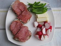 Jause (✿ Esfira ✿) Tags: essen food salamibrote wurstbrote paprika bellpepper butterkäse buttercheese radieschen radish