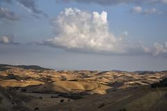 IMG_0560 (sara_babusci) Tags: basilicata italia italy south sud summer estate craco cloud nuvola nuvole clouds sky cielo cloudy nuvoloso countryside campagna fields campi coltivati cultivated agricolture agricoltura