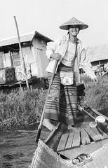 Lac Inle (Tangible_HTS) Tags: birmanie burma myanmar asie asia travel voyage backpacking analog pellicule film minolta srt100x srt200 rokkor f14 ilford delta100 inlelake inle noirblanc nb bw blackwhite