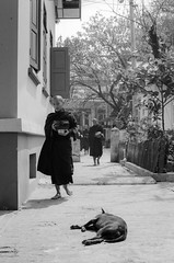 Mandalay (Tangible_HTS) Tags: voyage travel bw film analog blackwhite asia minolta f14 burma nb backpacking monks myanmar asie delta100 ilford mandalay moines noirblanc birmanie pellicule rokkor srt200 srt100x