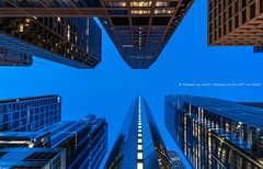 South Wacker Drive (20190526-DSC03945) (Michael.Lee.Pics.NYC) Tags: chicago southwackerdrive hyattcenter lookingup architecture cityscape twilight night bluehour longexposure sony a7rm2 voigtlanderheliar15mmf45