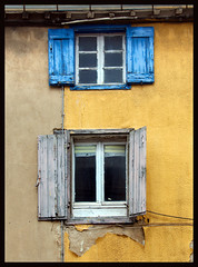 Two Windows (albireo 2006) Tags: carcassonne occitanie france windows twowindows openwindows