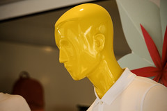 Faceless (eskayfoto) Tags: canon eos 700d t5i rebel canon700d canoneos700d rebelt5i canonrebelt5i sk201902286722editlr sk201902286722 lightroom face faceless shopdummy yellow blank mannequin shop store lanzarote playablanca
