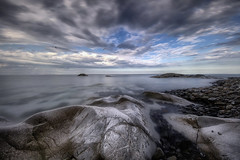 Tu cerca la tua Stella (Gio_guarda_le_stelle) Tags: stella seascape sea sky clouds seaside quiet atmosphere seagulls i 4 spiaggia mare light sera evening longexpo