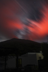 Red sky over Stromboli volcano (David M. Stucki) Tags: red rot himmel sky volcano vulkan david manuel stucki stromboli italy italia italien aeolianislands island lava strem licht light star sterne stars night nacht nachthimmel europa ferien holiday haus ferienhaus apartement cottage efs18200mmf3556is canoneos500d cloud wolke rauch smoke wind natur nature outside
