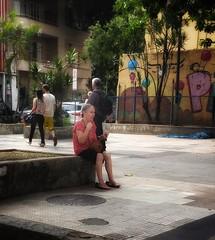 não vou a lugar nenhum (lucia yunes) Tags: rua cenaderua cenaurbana fotografiaderua fotoderua mulher velhice cansaço mobilephotography mobilephoto streetshot streetscene streetphotography streetlife motoz3play luciayunes oldage woman