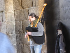 Bagpiper in tunnel entrance to the Plaza  de  Obradoiro, Santiago  de Compostela,  Galicia, Spain (d.kevan) Tags: stone entrance tunnel santiagodecompostela galicia spain plazadeobradoiro musician streetperformer piper musicalinstrument light niche bagpipes