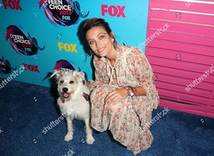 8992565eh (galeria.paris.2) Tags: teen choice awards arrivals los angeles usa 13 aug 2017 paris jackson happy daughter child michael dog animal alone female personality fselect 62442533