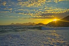 Por do Sol (mcvmjr1971) Tags: brasil nikon litoral f20 lenssigma mmoraes d800e art2435mm sunset pordosol sea riodejaneiro clouds offshore nuvens ceu niterói paraíso regiaooceanica azul brilho