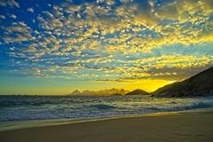 Por do Sol (mcvmjr1971) Tags: art2435mm d800e brasil f20 lenssigma litoral mmoraes nikon niterói offshore paraíso pordosol regiaooceanica riodejaneiro sea sunset clouds nuvens ceu azul brilho