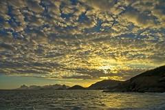 Por do Sol (mcvmjr1971) Tags: brasil litoral f20 lenssigma mmoraes d800e art2435mm sunset pordosol sea riodejaneiro nikon offshore niterói paraíso regiaooceanica azul clouds nuvens ceu brilho