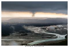 il tagliamento (Giorgio Serodine) Tags: tagliamento fiume friuli acqua nebbia tele canon dallalto pianura colline nubi cielo imbrunire paesi sassi movimento