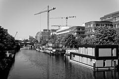 am Mittelkanal (Seedeich) Tags: 10100mmf4056vrn1 j5 architecture bw hamburg harbour