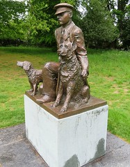 The National K9 Police Dog Memorial (Stuart Axe) Tags: statue chelmsford essex uk england gb countytown unitedkingdom greatbritain city countyofessex cityofchelmsford chelmsfordandessexmuseum oaklandspark k9 police dog memorial the nationalk9policedogmemorial policedog sculpture karly ludo