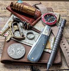 Northwoods Madison Barlow, Fellhoelter TiBolt, Spinnaker Croft Automatic Watch (edcbyfrank) Tags: everydaycarry edc northwoodsmadisonbarlow northwoodsknives northwoods slipjoint knife denimmicarta fellhoeltertibolt fellhoelter tibolt pen carpediemedc coin karlbiner carabiner cpprhd83 lanyardbead spinnakercroft watch spinnaker spinnakerwatches marataccr123 flashlight hanksbyhank wallet stonebrookejewelry