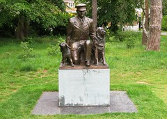 The National K9 Police Dog Memorial (Stuart Axe) Tags: statue city uk greatbritain england unitedkingdom gb essex chelmsford countytown countyofessex cityofchelmsford oaklandspark chelmsfordandessexmuseum dog memorial police k9 the nationalk9policedogmemorial policedog sculpture karly ludo