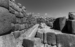 Ruin of Sacsayhuaman (Saqsaywaman), Cusco, Peru (takasphoto.com) Tags: atahualpa citadel drystone franciscopizarro huaynacapac inca incaempire killkeculture mancoinca sacsayhuaman sacsayhuamán tupacinca unescoworldheritage waynaqhapaq インカ サクサイワマン 遺跡 cusco qosqo qusqu クスコ 庫斯科 sacredvalley thesacredvalleyoftheincas urubambavalley vallesagradodelosincas valléesacréedesincas valleyofyucay урубамба andes andesmountains peru perú precolumbianamerica quechua republicofperu repúblicadelperú перу 페루 ペルー 秘魯 américadelsur americas southamerica southernhemisphere westernhemisphere ラテンアメリカ 南アメリカ 南米 南美洲