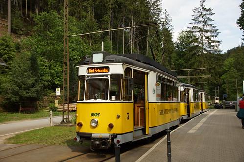 Zug der Kirnitzschtalbahn abfahrbereit beim Lichtenhainer Wasserfall