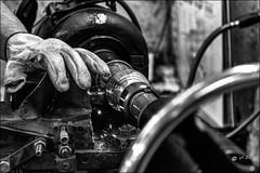 """Le """"strieur""""... / Stripes (vedebe) Tags: usine fabrique boules pétanque main mains gant marseille noiretblanc netb nb bw monochrome ville city rue street urbain urban homme travail work sport provence"""